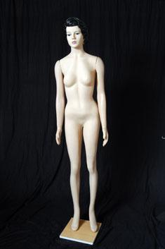 MP15 - Dama Plástico Completo Maquillado