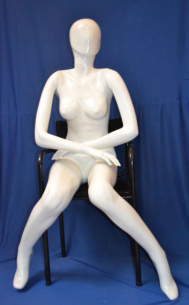 MF10 – Dama Fibra Completo Sentada Color Blanco